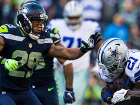 Watch: Zeke drops Earl Thomas with strong stiff arm