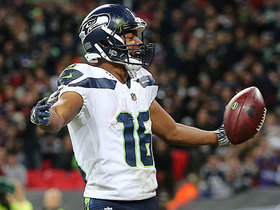 Watch: Russell Wilson lobs 10-yard TD on run to Tyler Lockett
