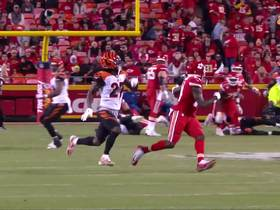 Watch: Mahomes dials up DEEP launch to Watkins for 51 yards