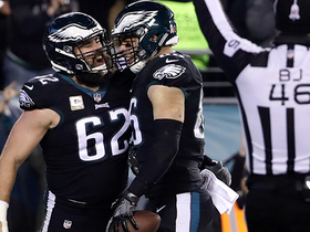 Watch: Zach Ertz snags second TD of the night