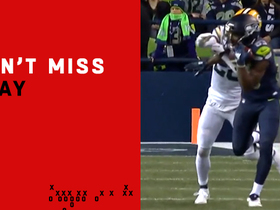 Watch: Can't-Miss Play: Challenge saves Moore's epic one-handed catch