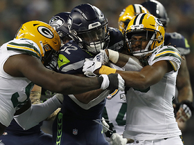 Watch: Carson crashes through Packers' defense for physical third-down pickup