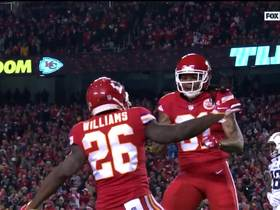 Watch: Damien Williams left alone on huge 32-yard catch and run