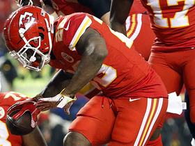Watch: Damien Williams hammers it into the end zone for a TD