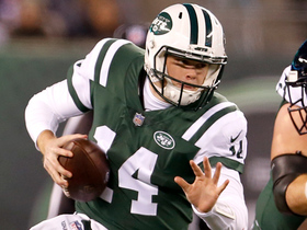 Watch: Darnold takes off running for 10-yard play