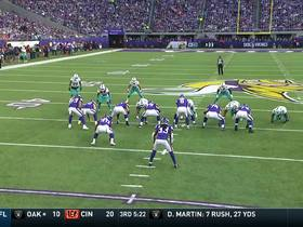 Watch: Cousins lofts it to Conklin for 33 yards