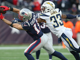 Watch: Edelman extends for fingertip grab on huge catch and run