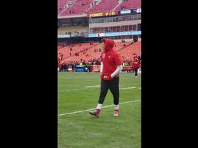 Watch: Mahomes launches passes in Pats-Chiefs warmups