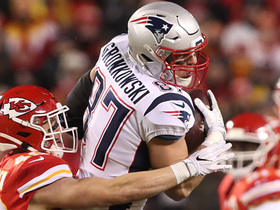 Watch: Brady surveys defense for first-down completion to Gronk