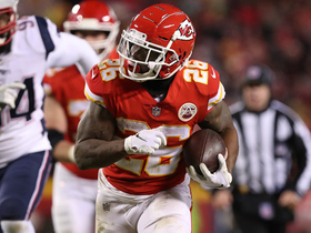 Watch: Patrick Mahomes hits Damien Williams on throwback screen for go-ahead TD
