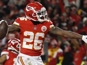Watch: Damien Williams cuts up the middle for late go-ahead TD