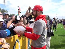 Watch: Eric Weddle signs autographs at Pro Bowl practice
