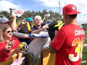 Watch: James Conner signs autographs at 2019 Pro Bowl practice