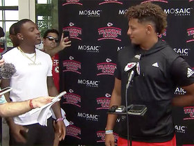 Watch: Hardman becomes reporter, asks Mahomes question at presser