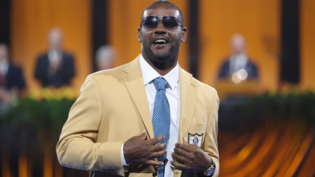 new style 96303 f02c4 Former NFL defensive back Ty Law receives gold jacket ...