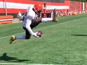 Watch: OBJ unveils new one-handed catch at Browns practice
