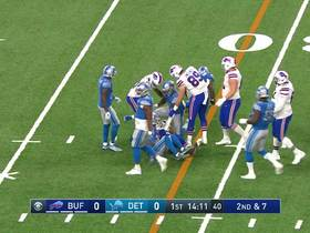 Watch: Lions starting LB Jarrad Davis helped off field with apparent injury