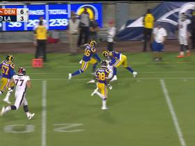 Watch: Williams finds room on the outside for big gain
