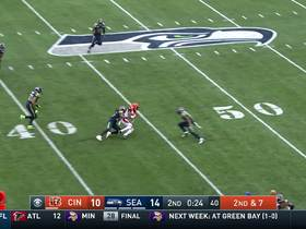 Watch: Giovani Bernard goes through tunnel of defenders for 35 yards