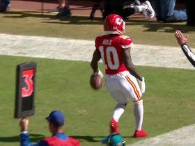 Watch: Mahomes hits Tyreek Hill on the move for duo's second TD connection