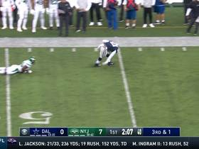 Watch: Zeke SOMEHOW keeps his balance after bobbling catch for 16 yards