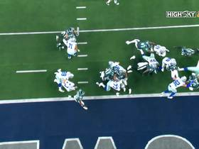 Watch: Zeke extends ball over the goal line for strong early TD run