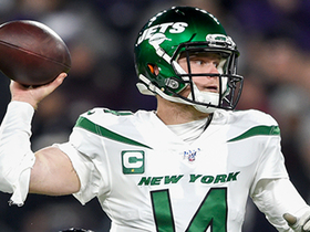 Watch: Darnold scrambles, lasers pass to Crowder for 41-yard gain