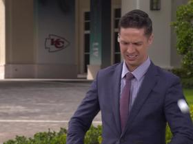 Watch: Golf ball collides with Tom Pelissero outside Chiefs' hotel in Miami