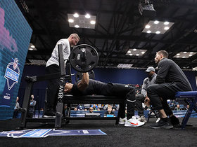Watch: Hunter Bryant puts up 23 reps on bench press
