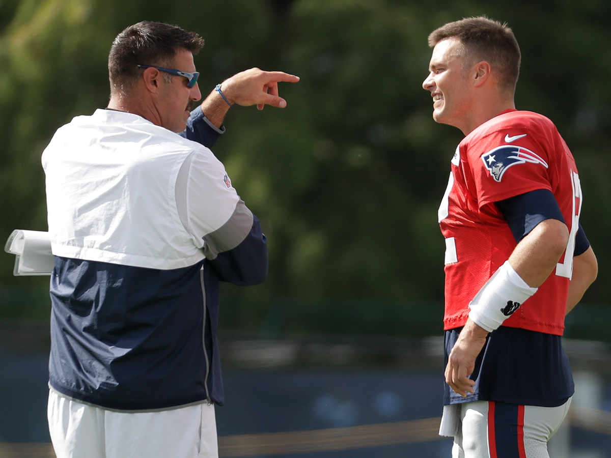 detailed look 1786b db76f Mike Vrabel, Tom Brady share playful jabs at joint practice ...