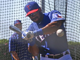 Throwback: Wilson makes appearance at Rangers' spring training in 2015