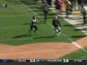 Oakland Raiders Derek Carr runs 24 yards for the first down