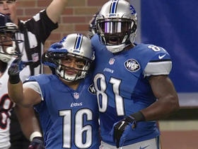 Lions Matthew Stafford hits Lance Moore for 26 yards