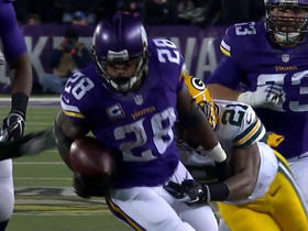 Packers Sam Shields recovers Vikings Adrian Peterson fumble