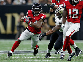 Devonta Freeman changes direction and gains 21 yards