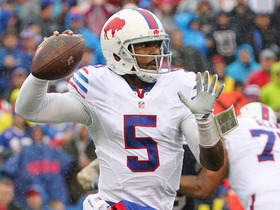 Tyrod Taylor escapes the pressure and finds Jerome Felton for 22 yards