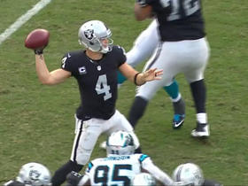 Carr completes first pass after injuring finger for 17 yards