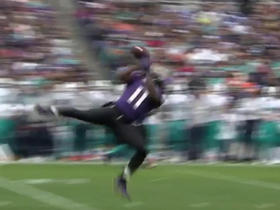 Kamar Aiken makes acrobatic grab for 3rd down conversion