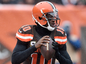 RGIII keeps play alive, finds Gary Barnidge for first down