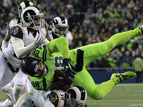 Jimmy Graham bulldozes Rams defenders for huge 31-yard gain