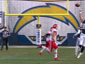 Can't-Miss Play: Hunter Henry palms ball for one-handed catch