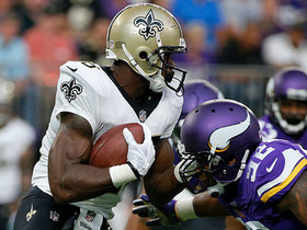 Adrian Peterson's first carry as a Saint goes for 9-yard gain