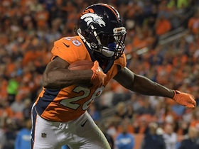 Jamaal Charles shows speed, finds the edge for 12-yard gain