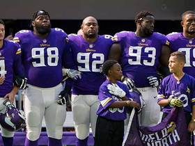 Buccaneers and Vikings share moment of unity during National Anthem