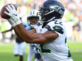Russell Wilson completes last-minute shuttle pass to C.J. Prosise