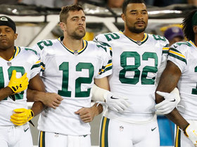 Packers, Bears link arms in display of unity for National Anthem