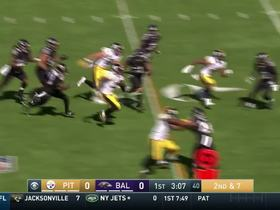Patience! Le'Veon Bell stops and strides his way for 16-yard gain