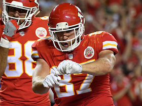 Kelce makes diving catch over the middle for 20-yard gain