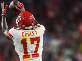 Alex Smith escapes pocket, finds Chris Conley for toe-tap catch