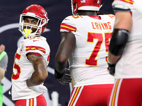 Charcandrick West scores TD after making defender fall with juke
